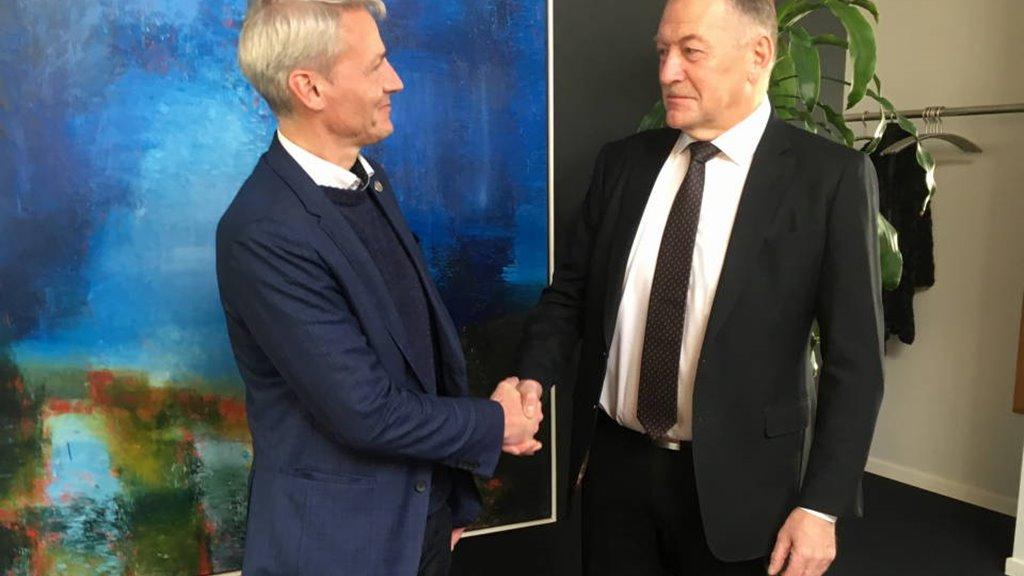 Nýggjur landsstýrismaður í fiskivinnumálum tikið við