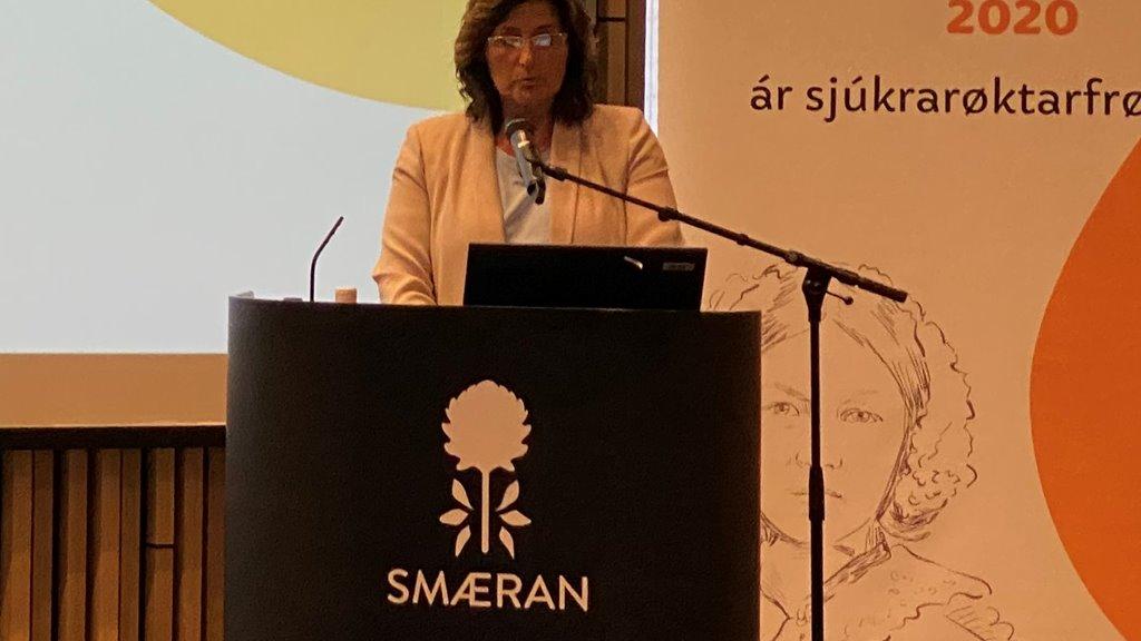 Elsebeth Mercedis Gunnleygsdóttur, landsstýriskvinna, røddi um endurskoðanina av eldraøkinum