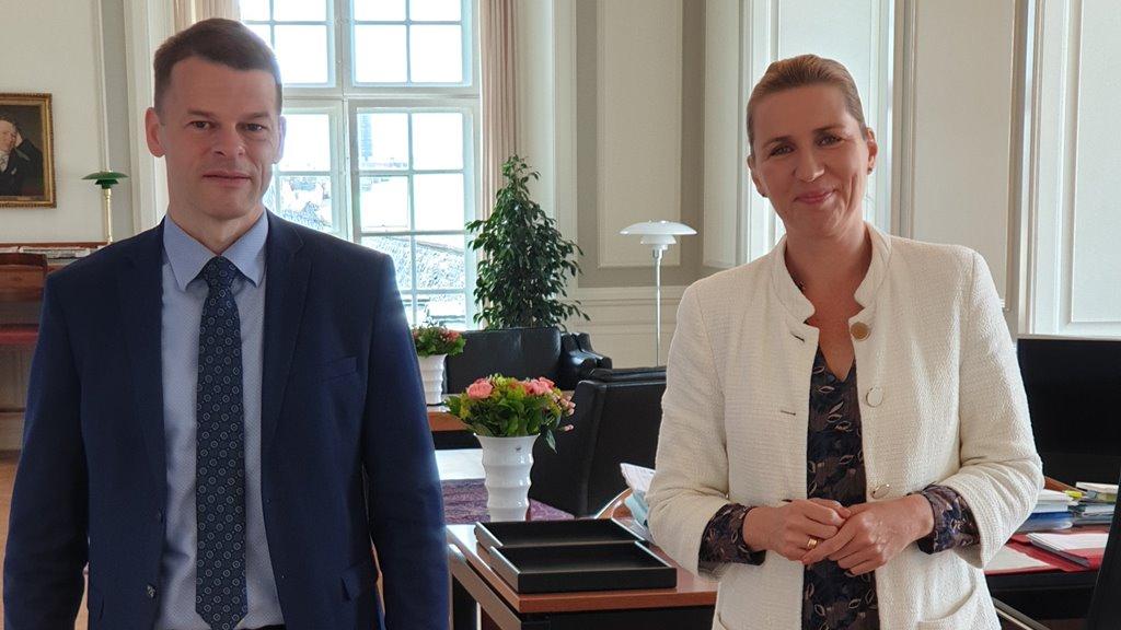 Løgmaður og Mette Frederiksen viðgjørt ríkisfelagsskapin