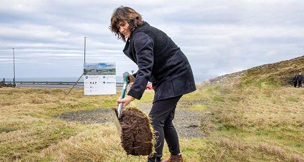 Elsebeth Mercedis Gunnleygsdóttur loyst flagið til nýggja sambýlið á Mýrini