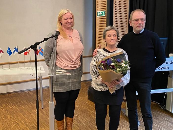Frá vinstru Turid Christophersen, forkvinna í Norrøna Felagnum, Þóra Þóroddsdóttir og Martin Næs.