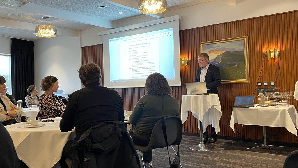 Hálvdagsseminar um vaksnamannalæring og førleikamenning í Føroyum